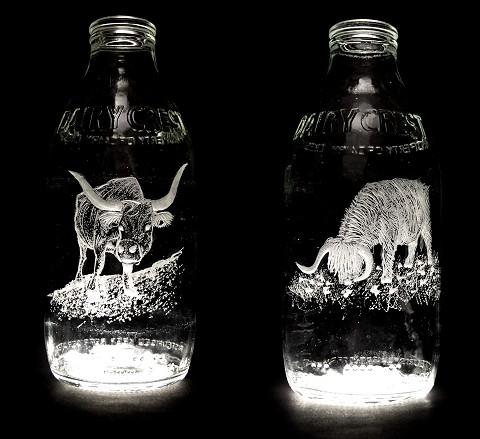 Milk Bottle Projectの牛乳ビン。牛乳のビンであるだけに、多くは牛を題材にしている。