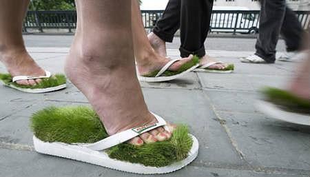 どこにいようと芝生の上にいる気分になれるスリッパ
