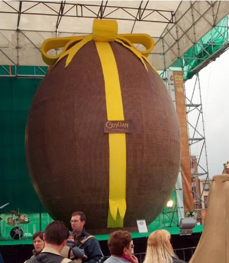 世界最大のチョコエッグ