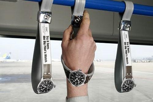 つり革を使うといつの間にか腕時計が……