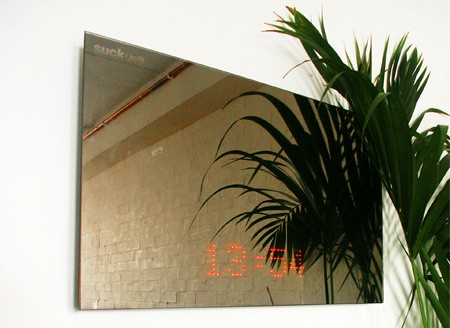 LED時計付きの鏡
