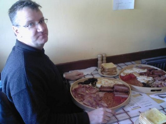 「朝食を頼んだらこんなにすごい量が来てしまった。どうしよう?」