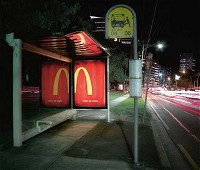 バス停留所と掲示板イメージ