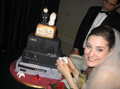 ゲーム機なウェディングケーキ。