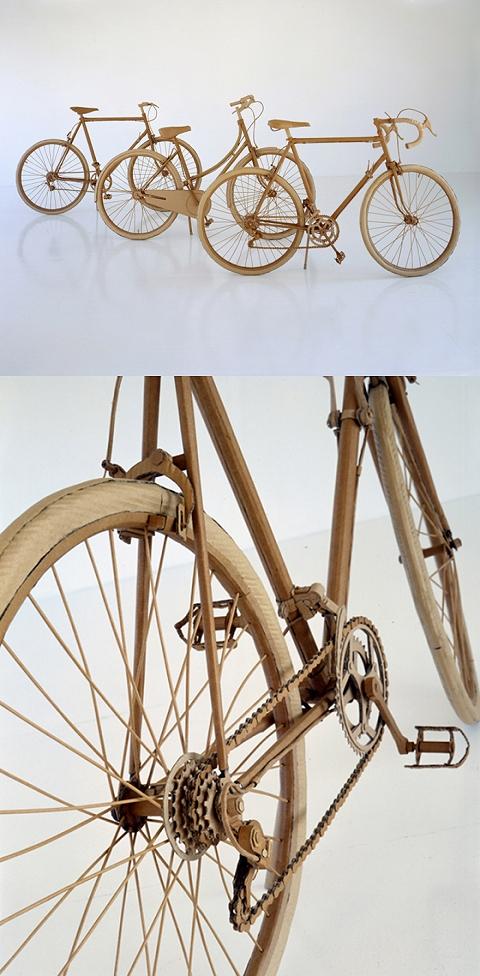 段ボール製自転車。チェーンやフレームの部分は、もう言葉が出ないほどの精密さ