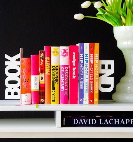 「BOOK」「END」(ブック・エンド)の形をしたブックエンド