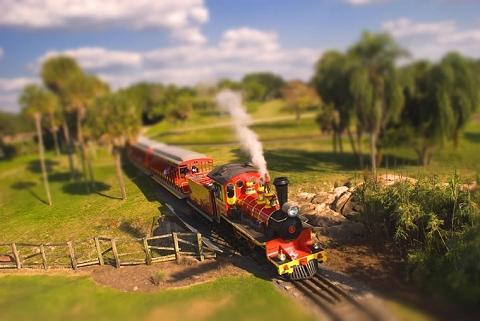 迫りくる蒸気機関車