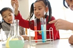 楽しく科学を学ぶ子供達イメージ