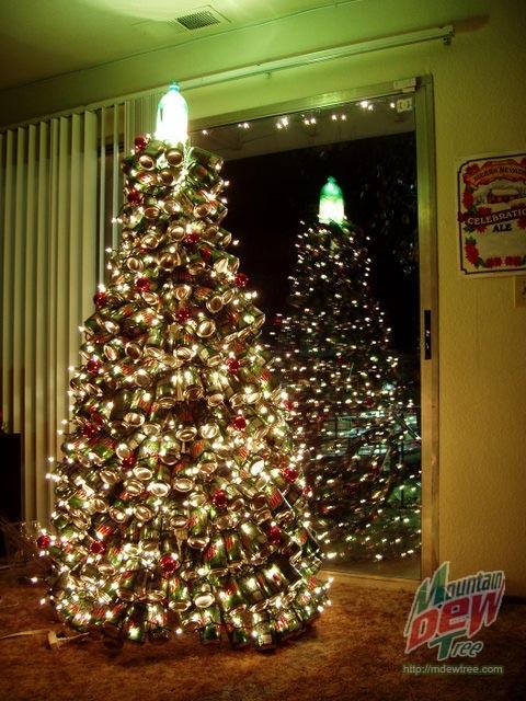 ↑ マウンテンデュー・クリスマスツリー(2.0)(Mountain Dew Christmas Tree 2.0)。