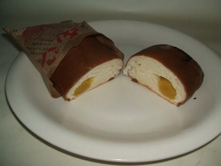「焼きいもパン」の断面図