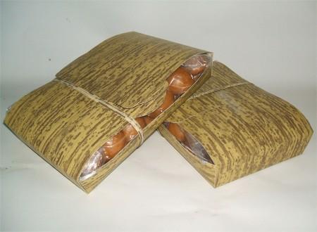 一包みで48個入り565円(税込)の「羽後国10円饅頭(まんじゅう)」。写真は二包み分(※一人では食べきれないので職場で分けました)。