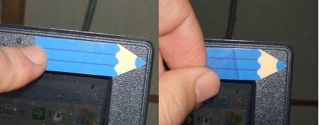 使いたい場所に貼り付けて(左)、表面部分のカバーシールをはがせば準備完了(右)