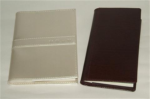 カラフルスケジュールン(左)とタナベ経営の優待手帳(右)