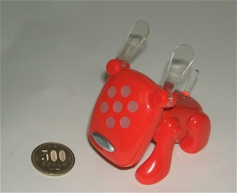 idog(ホノオ)を五百円玉と並べてみる。大きさが分かるだろうか。