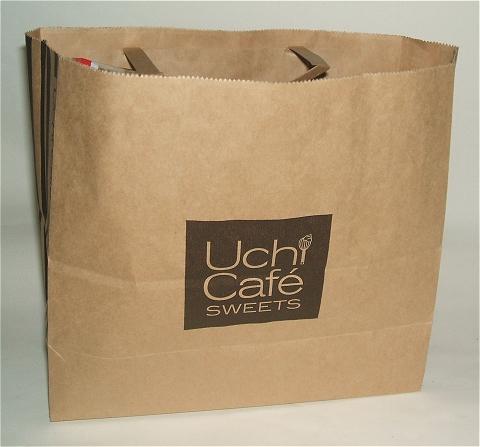 ウチカフェスイーツ専用の紙袋。ロゴデザインがちょっとおしゃれ