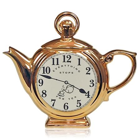 ↑ アナログ時計のティーポット。そのまま飾っても立派なインテリアに。時計そのものはプリントされているだけなので、実際には時計として使えないのが残念