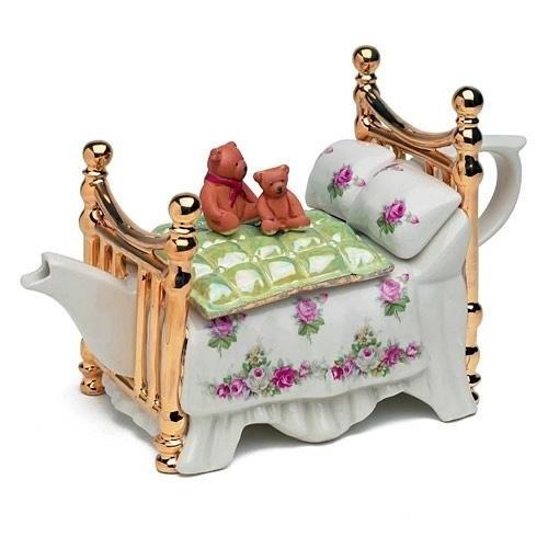 ↑ くまちゃん付きのベッドなティーポット