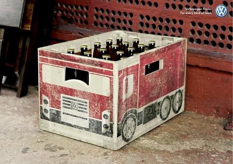 ↑ ビール瓶。これは定規を用いて比較的キレイに絵がいいたようだ。