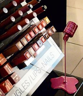 化粧品コーナーに設置できるミニサイズもあるよイメージ