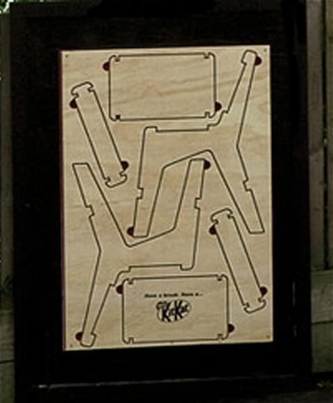 ↑ 木製のキットカットの広告。これだけだと「なにこれ……」という感じだが。