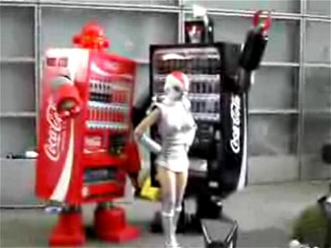 ↑ TOKYO GAME SHOW 2007 自販機ロボット(ベンディングマシンレッド)。