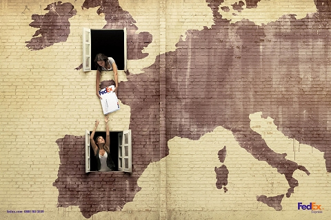 ↑ アメリカから南米、イギリスからスペインにだって同じ。「上の窓から下の窓へ」であっという間
