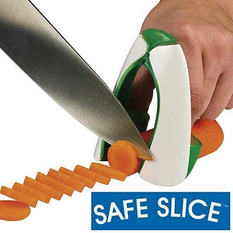 ↑ SAFE SLICE。指をはめ込んでガードするので包丁でざっくりという可能性はナシ