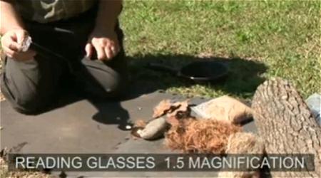 ↑ 眼鏡以外に色々な日用品で火をおこす方法を紹介している、サバイバルトレーニング動画。眼鏡については2分20秒あたりから。Making Fire From Sun 。