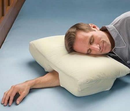 ↑ 腕を伸ばしたまま眠れる枕、The Arm Sleeper's Pillow
