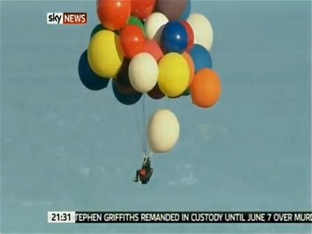 ↑ Jonathan Trappe氏のイギリス海峡横断成功を伝えるニュース。