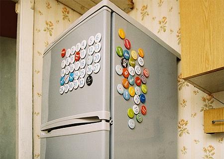 ↑ 日付や様々なイベントを表した丸型のマグネット。これを冷蔵庫に貼りつけるだけ