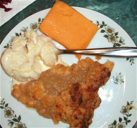 ↑ チューダーチーズとアップルパイ。