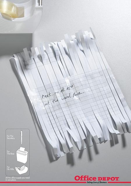 ↑ シュレッダーで切り刻まれたメモをセロハンテープで貼り合わせ、文章を解読した場面のように見える。そこに書かれていたメッセージは……