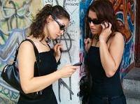 女性の携帯電話使用