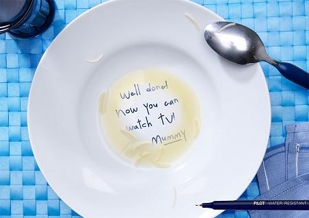 ↑ お皿の底に書かれたメッセージに母親の愛情が