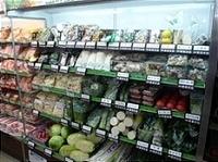 ローソン100の生鮮食料品コーナー
