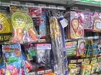 100円ショップのおもちゃコーナー