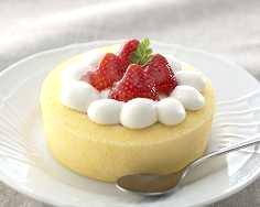 イチゴのせ「スペシャルロールケーキ」