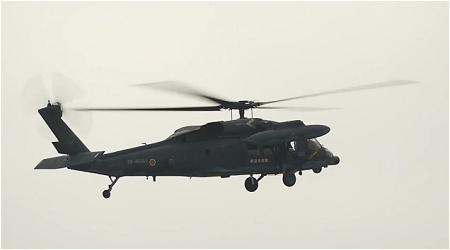 ↑ 現行使用中のUH-60J。
