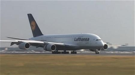 ↑ ルフトハンザドイツ航空で活躍中のA380。