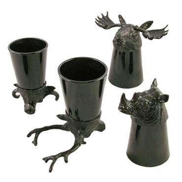 ↑ 逆さにするとそのまま飾り物になる「動物のショットグラス」