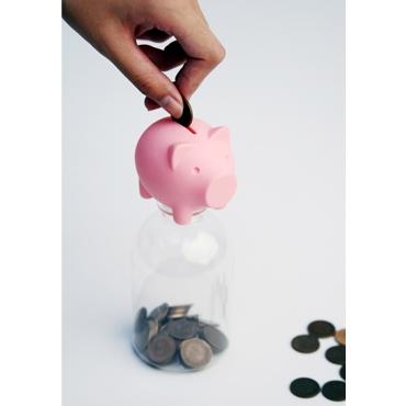 ↑ どんなペットボトルでもすぐに豚の貯金箱になるフタ