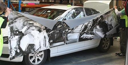 ↑ 事故車両の写真をコーティング
