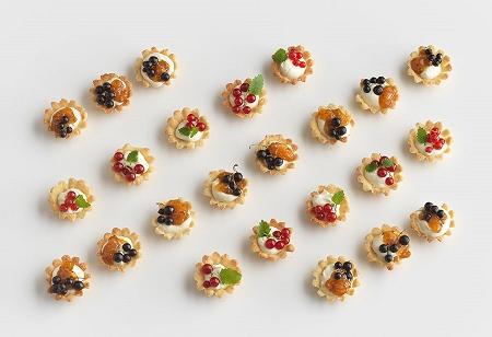 ↑ Mandelmusslor。直訳すると「アーモンドルーム貝」。スウェーデンの古典的なお菓子の一種で、形がルーム貝のようなものであることから名づけられている。