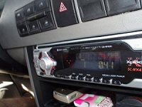 自動車搭載のラジオ