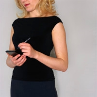 女性のスマートフォン利用