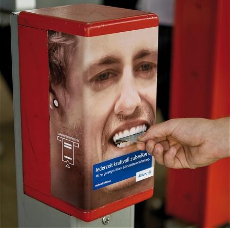 ↑ 切符のパンチャー部分が男性の歯。「かむぜぇ-超かむぜぇ-」