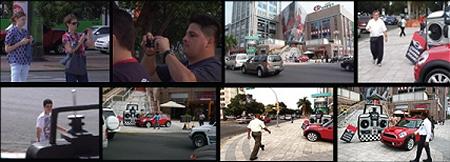 ↑ 携帯電話で写真を撮り、自分のブログなどで紹介する人も