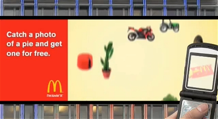 ↑ McDonald's interactive billboard。