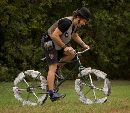 ↑ 靴を履いた自転車